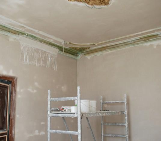 Hałaśliwe remonty u sąsiada – znosić czy interweniować?