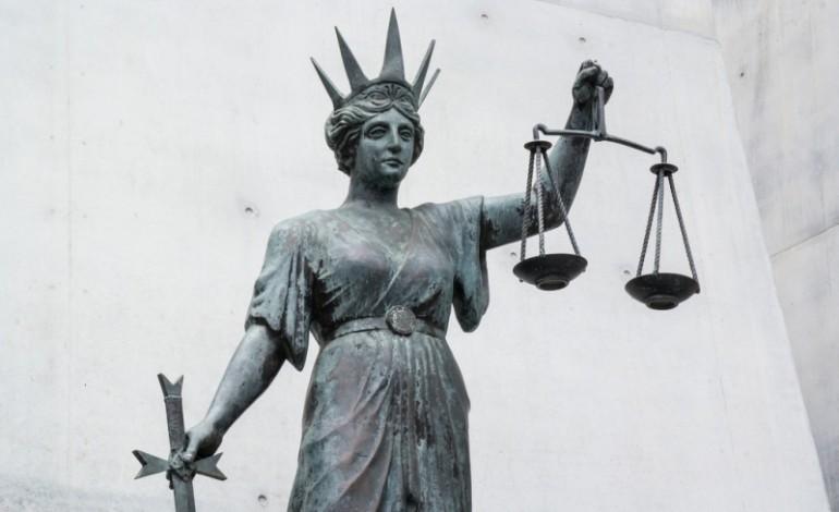 PK: zarzuty dla adwokata za powoływanie się na wpływy w krakowskich sądach