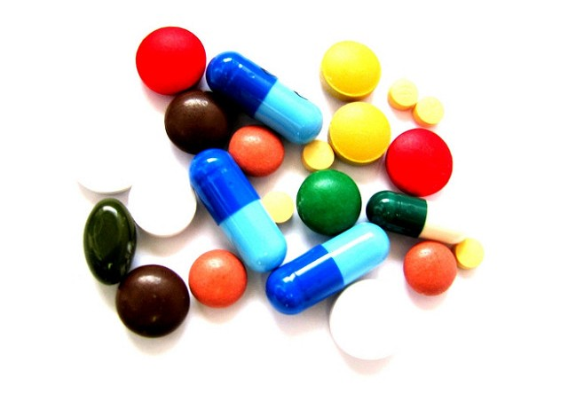 Projektowane zmiany w ustawie refundacyjnej mogą uderzyć w polskie firmy farmaceutyczne i pacjentów. Branża apeluje do resortu zdrowia o zmianę propozycji