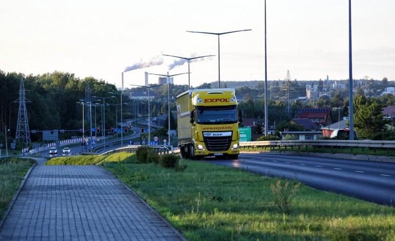 Brak kierowców i unijny pakiet drogowy największymi zagrożeniami dla firm transportowych. Zwłaszcza dla mniejszych przedsiębiorstw
