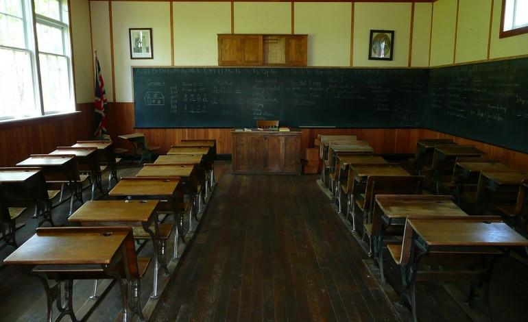 Uczniowie wracają do szkół. Z pierwszym dzwonkiem startuje reforma edukacji