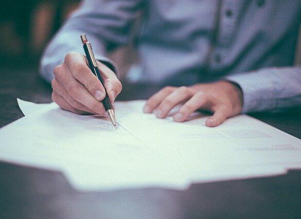 Raportowanie umów o dzieło daje ZUS-owi większe możliwości ich kontroli i kwestionowania. Zakład może też naliczyć zaległe składki