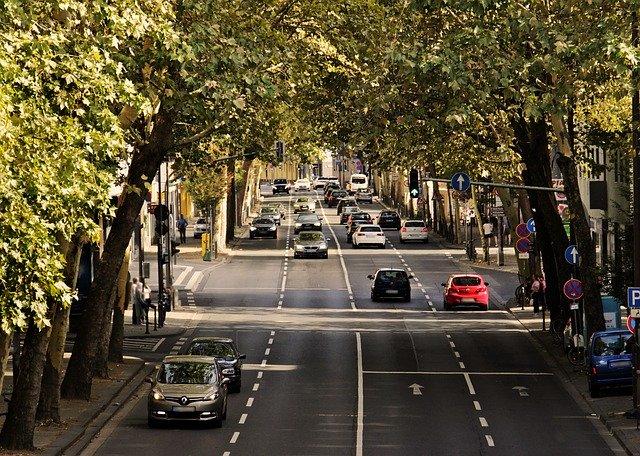 Minister infrastruktury: Wydłużenie uprawnień dla kierowców czy maszynistów nie stanowi zagrożenia. Bez tego groził nam paraliż transportowy kraju