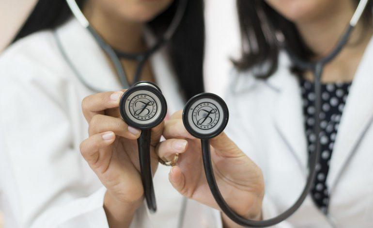 W przyszłym roku do NFZ trafi mniej składek. Rząd będzie miał problem z finansowaniem służby zdrowia