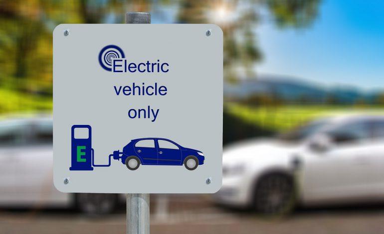 Ostatnie dni na złożenie wniosku o dofinansowanie zakupu samochodu elektrycznego. Zainteresowanie niższe niż przewidziany budżet