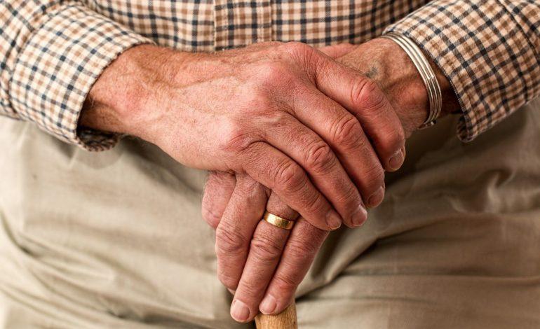 COVID-19 długoterminowo wpłynie na bezpieczeństwo emerytów w Polsce. Może stać się poważnym zagrożeniem dla stabilnych wypłat