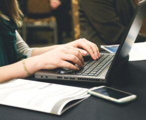 E-faktury za dwa lata obowiązkowe w Polsce. Uszczelnią system podatkowy, ale mogą też wzmóc działania hakerów